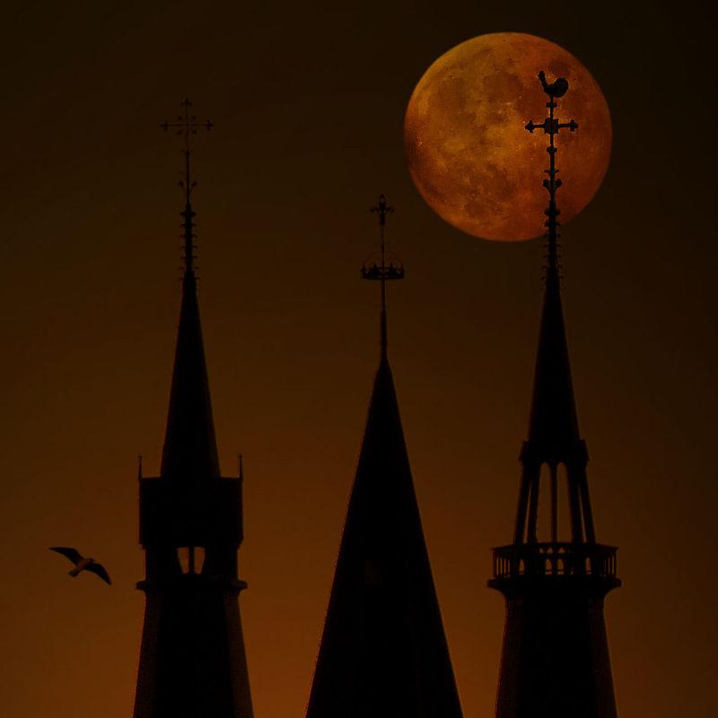 Towers_moon