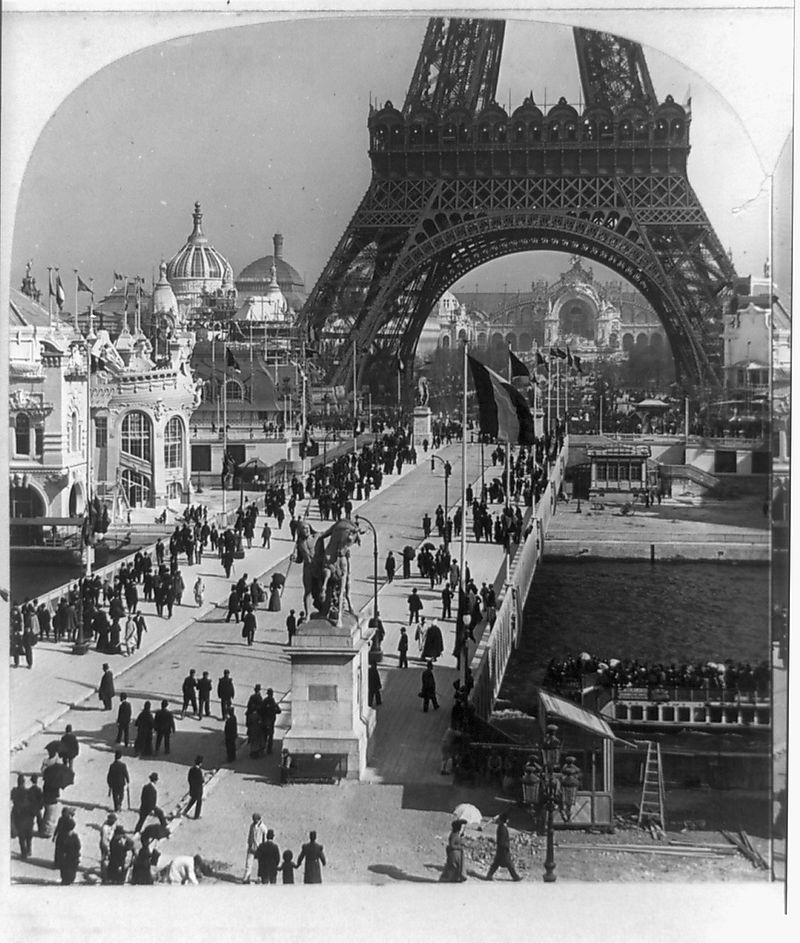 Eiffel_tower_base