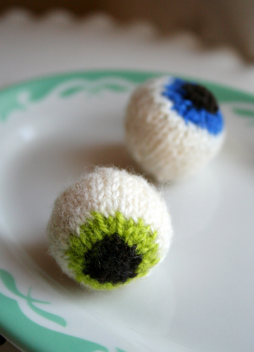 Knoitted eyeballs by maryjanemidgemink