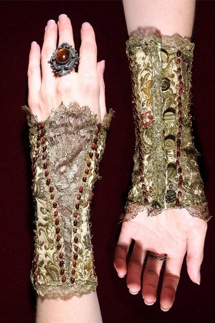 Lace_arm_corsets